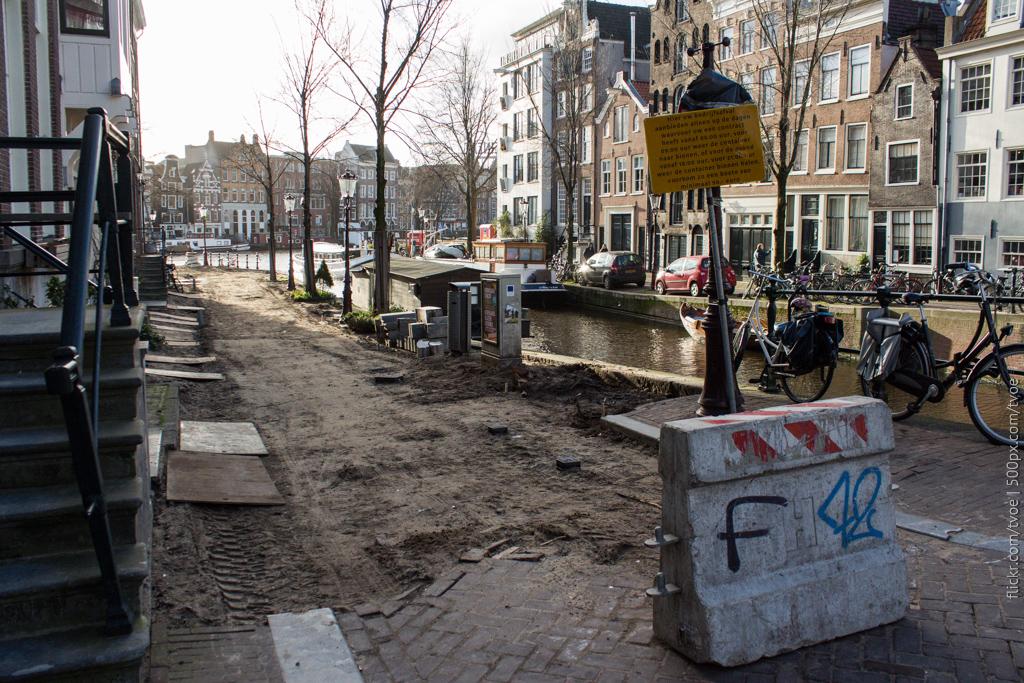 Ремонт тротуара в Амстердаме