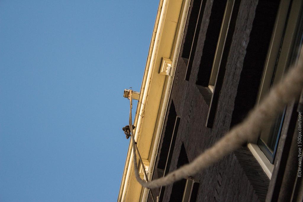Верёвка и крюк в Амстердаме