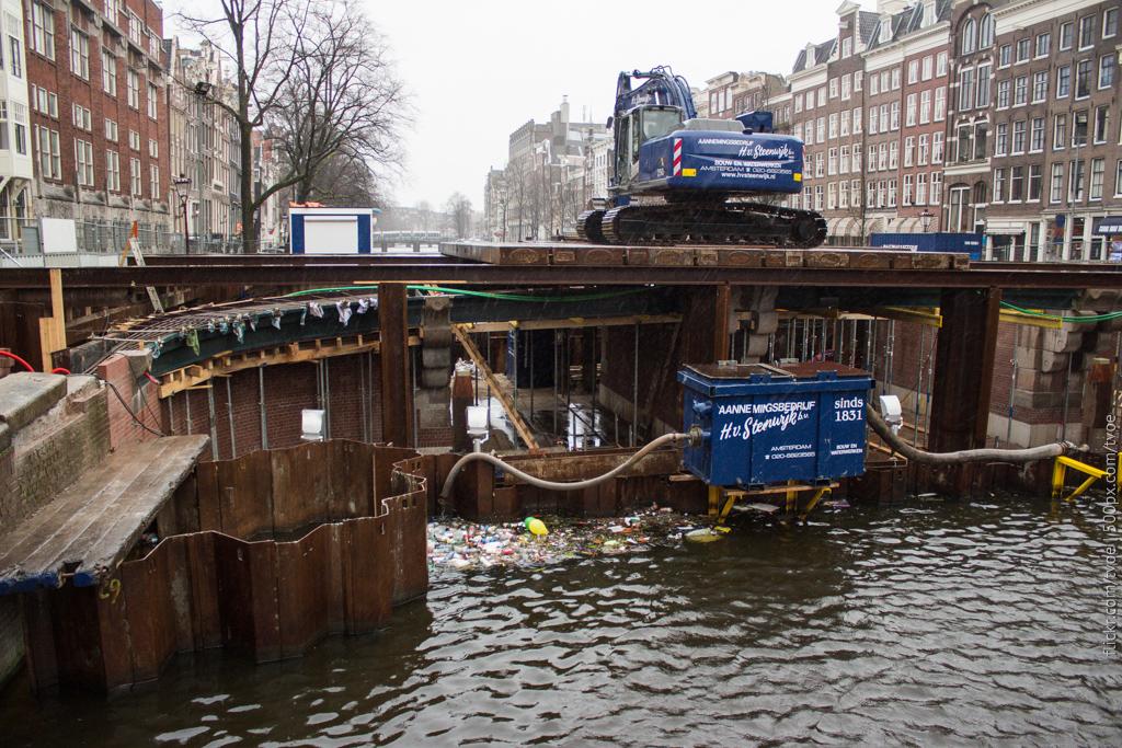Ремонт моста в Амстердаме