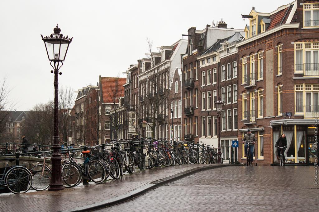 Улица Амстердама в дождь