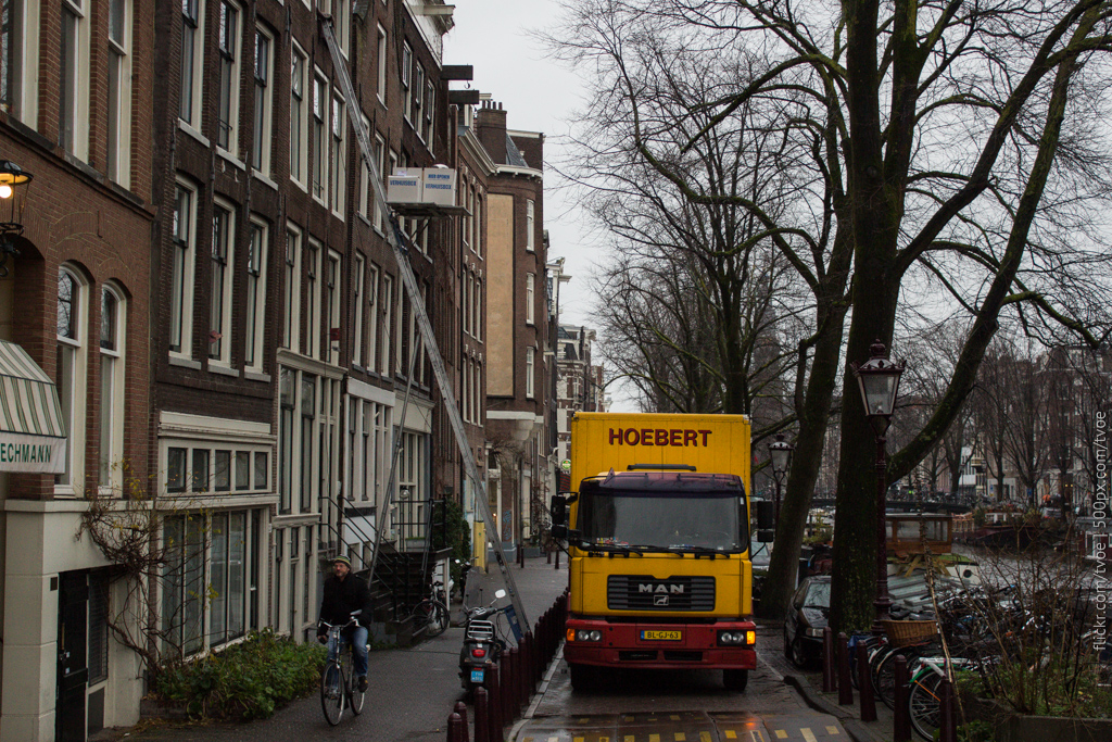 Спуск груза в Амстердаме
