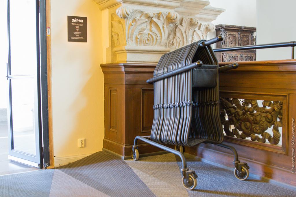 Складные стулья в Музее севера
